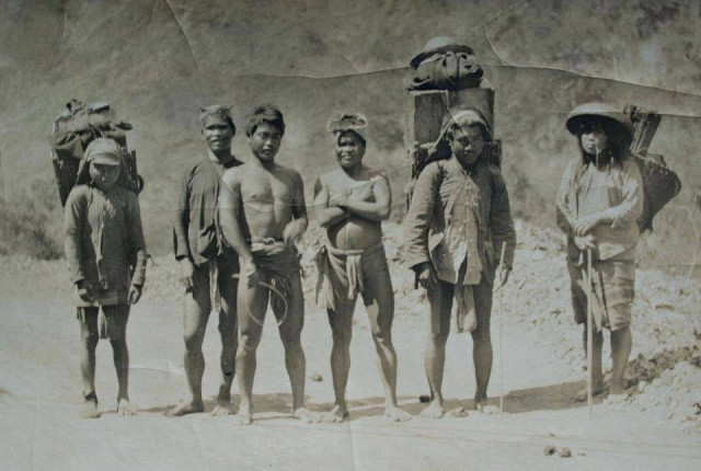 Ibalois, the original settlers of the province of Benguet. Ca. 1920's